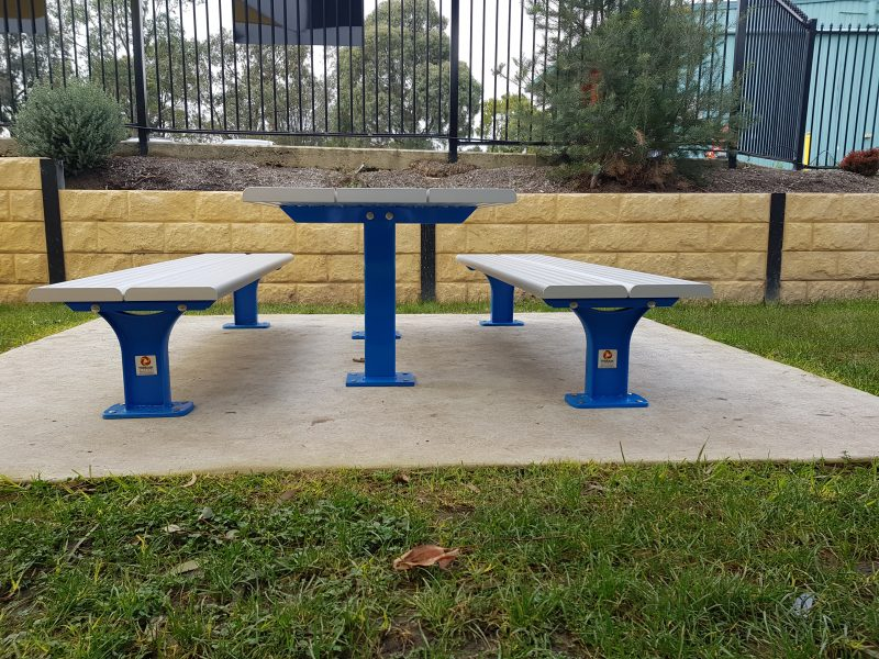 Spectator bench with Access Table Terrain Grou